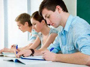étudiants en plein travail